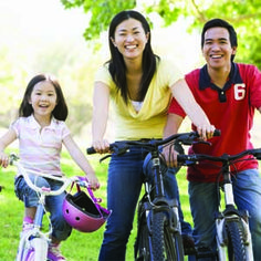 What are some of your favorite family memories? If you could use some fresh ideas for making family memories together, check out these simple, inexpensive tips. Trying To Lose Weight, Reduce Weight, How To Lose Weight Fast, Healthy People 2020, Healthy Kids, Healthy Heart, Healthy Recipes, Stay Healthy, Healthy Living