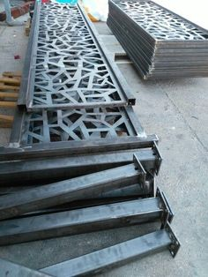 Well Designed Deck Railing Ideas for your Beautiful Porch and Patio! - Home Decor Ideas Balcony Grill Design, Balcony Railing Design, Window Grill Design, Home Stairs Design, Door Gate Design, House Gate Design, Fence Design, Modern Stairs, Plasma Cutting
