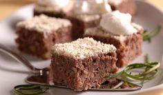Pečte bez váženia! Hrnčekový cuketový koláč s orechmi