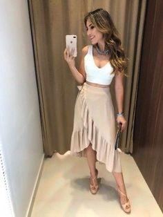 The casual-chic style. To really remake it you have to intermix your desired relaxed portions with other standard or gorgeous things. Estilo Casual Chic, Casual Chic Style, Skirt Outfits, Fall Outfits, Casual Outfits, The Dress, Dress Skirt, Look Disco, Outfit Chic