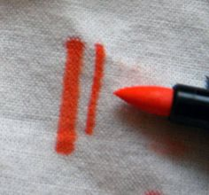9 Things You Need before Starting to Fabric Paint: Optional: Fabric Marker Pens Great fabric paint comes in a variety of colors and does not fade in the wash. We researched the best fabric paints so you can find a match for your project. Best Fabric Paint, Fabric Paint Pens, Fabric Paint Shirt, Paint Shirts, Fabric Pen, Fabric Stamping, Fabric Markers, Paint Markers, How To Dye Fabric