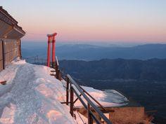 Winter Mt Fuji (富士山) - some climbing strategies Shizuoka, Win A Trip, Trail Running, Japan Travel, Golden Gate Bridge, Fuji, English Language, Climbing, Hiking