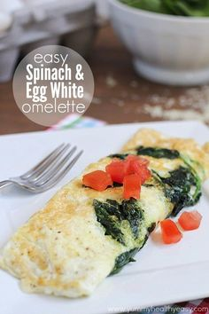 Easy Spinach & Egg White Omelette - a delicious and super easy clean eating omelette that makes the perfect healthy breakfast!