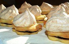 Himmelskrapferl ein österreichischer Keksgenuss. Klingt himmlisch? Ist es auch und hier das Rezept zum Nachbacken http://www.loystubn.at/blog/loystubn/himmelskrapferl-ein-osterreichischer-keksgenuss-zum-selberbacken
