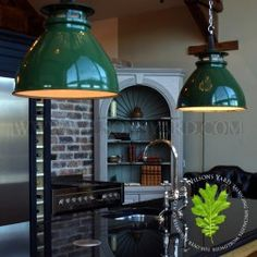 Green industrial light with open hat feature