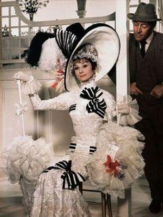 映画とファッションは、いつの時代も切っても切り離せないもの。ここでは、さまざまな映画のなかで披露された麗しのドレススタイルから、記憶に残るアイコニックなドレスと忘れられないシーンを総覧。vol.2は、約6億円の価値があるマリリン・モンローの白ドレスから、『美女と野獣』のベルのドレスまで、アイコニックなドレスをご紹介。