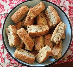 An easy and delicious South African All Bran Rusks recipe that used easy accessable pantry ingredients to deliver a delicious bran rusk. Kos, Rusk Recipe, All Bran, South African Recipes, Something Sweet, Healthy Foods To Eat, Sweet Recipes, Easy Recipes, Healthy Recipes
