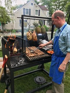 Van Life Discover Argentine Wood fired Parrilla - Asado Grill and Barbecue BBQ. Full-Sized structural Steel Custom Grill Argentine Wood fired Parrilla Asado Grill and Barbecue BBQ. Asado Grill, Built In Grill, Outdoor Kitchen Design, Outdoor Kitchens, Welding Projects, Outdoor Cooking, Diy Outdoor Pizza Oven, Firewood, Barbecue Bbq