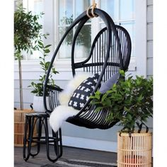 7 Fast And Easy Summer Decorating Ideas For Any Budget! Outdoor Landscaping, Outdoor Gardens, Outdoor Spaces, Outdoor Living, Summer Cabins, Balcony Design, Terrace Garden, Cozy Cottage, Diy Patio