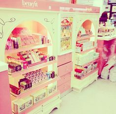 I'm in love with benefit cosmetics. I mean look at this *_* everyones little girl inside gets sparkly eyes :D
