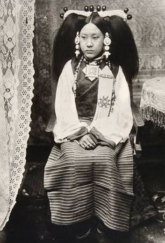 Tibet. Aristocratic wife of Lhasa official in gala attire. Old photo: