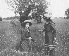 Maria and Anastasia picking flowers, 1912