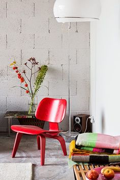 Amsterdam / L'intérieur d'un duo de photographes / red chair <3