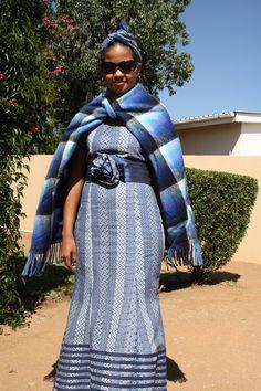 Shweshwe traditional skirt fashion 2018 / 2019 - fashionist now African Traditional Wear, African Traditional Wedding Dress, Traditional Skirts, Traditional Outfits, African Fashion Designers, African Men Fashion, Africa Fashion, African Fashion Dresses, African Outfits