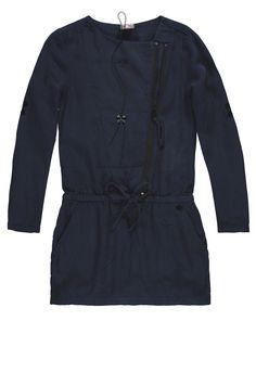 #Duetta #Bakerbridge #dress Sjiek en stoer tegelijk. Mooie matte stof in de kleur indigo blauw. Draagt comfortabel. Mouwen kun je oprollen en vastzetten. Met kleine zwarte details en leuke ketting. Winter 2015