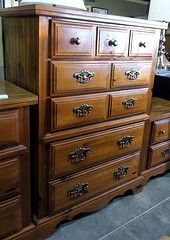 5 Drawer Oak Broyhill Chest