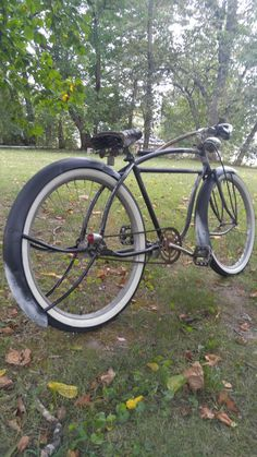 Beach Cruiser Bikes, Cruiser Bicycle, Raleigh Bicycle, Retro Bicycle, Bicycle Pedals, Bike Art, Bicycle Design, Vintage Bicycles, Cool Bikes