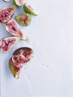 splitted figs in green and pink at white background | fruit: fig . Frucht: Feige . fruit: figue | Photo: Chris Court |