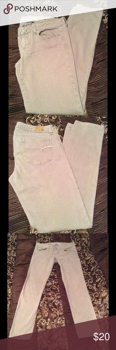 American Eagle Stretch Skinny Jeans Size 4 Color is Beige. Look at close up picture #4 to see color of Jeans. Simple But cute Skinny jeans. American Eagle Brand size 4... Made of 98% Cotton 2% Spandex American Eagle  Jeans Skinny