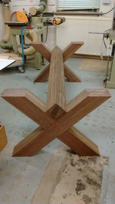 Woodworking Ideas Table, Woodworking Inspiration, Woodworking Furniture, Wooden Dining Table Designs, Wooden Dining Tables, Wood Table, Farmhouse Table Centerpieces, Diy Farmhouse Table, Pallet Garden Furniture