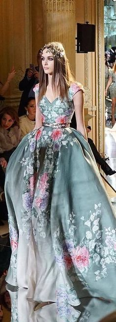 Wow, is just beautiful, the color, the details...  Zuhair Murad Spring 2016