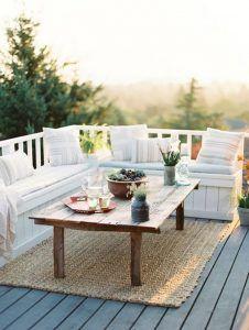 Terraza con mucha madera