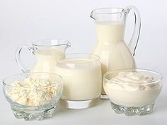 Make own quark and buttermilk Dry Skin Remedies, Home Remedies, Glass Milk Bottles, Glass Of Milk, Creme Cheese, Yogurt, Baby Food Recipes, Cooking Recipes, White Food