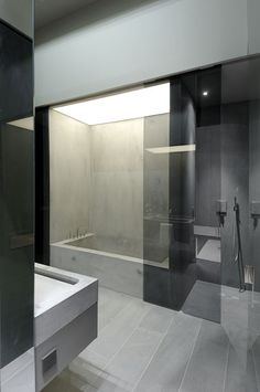 modern architecture - a-cero - concrete house II - madrid - spain - interior view - bathroom smoked glass shower doors Chic Bathrooms, Modern Bathroom, Luxury Bathrooms, Master Bathrooms, Dream Bathrooms, Concrete Bathroom, Concrete Shower, Bathroom Faucets, Beton Design