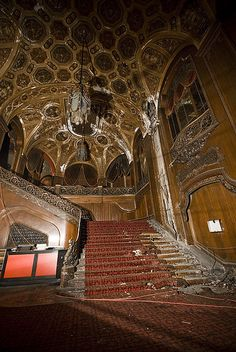 "The fabulous King's theater in New York City. Brooklyn's King Theater was once one of the country's grandest movie theaters. The theater opened on Flatbush Ave in 1929 and was one of five ""Loew's Wonder Theaters"" in New York. The theater closed in 1977 and has been abandoned ever since."