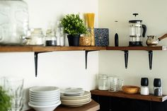 Open-shelving units might be the trendiest way to store your plates, glasses, and cooking gadgets, but we have a feeling time is running out on this trend. Box Shelves, Wooden Shelves, Home Rocket, Kitchen Trends, Kitchen Ideas, Clutter Organization, Big Kitchen, Cooking Gadgets, Big Houses