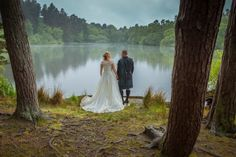 A Natural Woodland Wedding Inspired by Lord of the Rings. Outdoor wedding.  Image by Jonathan Stockton Photography.  Read more: http://bridesupnorth.com/2015/08/13/fancy-fantasy-a-natural-woodland-wedding-inspired-by-lord-of-the-rings-christina-john/