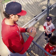 Matheny signing autographs for young fans Spring training 2015