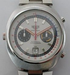 Montreal chronographs were powered by either the Caliber 12 movement or the Valjoux 7750 movement  White
