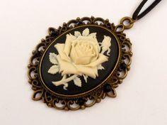 Große Kamee Halskette in schwarz bronze mit Rose von Schmucktruhe