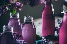 Fullt av blommande syrener i trädgården? Passa på att kapsla in smaken av sommar och gör syrensaft. Här är ett recept från My Feldts bok Blåbärssnår,...