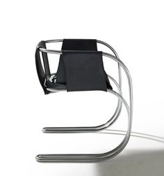 P71 chair, 1971.- Materials: curved metallic tubular  and leather - Angelo Mangiarotti Vintage Furniture Design, Cool Furniture, Famous Furniture Designers, Chaise Chair, Armchair, Cantilever Chair, Lighting Concepts, Mid Century Modern Design, Cool Chairs