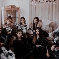 South Korean Girls, Korean Girl Groups, Cool Girl, My Girl, Naomi Scott, Matching Profile Pictures, Kpop Groups, Kpop Girls, Butterfly