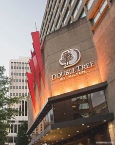 Stay at the #DoubleTree hotel in #downtown #Nashville near the heart of #Music #City.