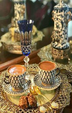 Coffee Latte, Coffee Set, Black Coffee, Best Coffee, Coffee Break, Coffee Time, Morning Coffee, Tea Time, Coffee Cups