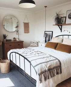 A mix of mid-century modern bohemian and industrial interior style. Home and 2019 A mix of mid-century modern bohemian and industrial interior style. Home and apartment decor decoration ideas home design bedroom living room dining room kitchen bathroom Bedroom Inspo, Home Bedroom, Design Bedroom, Master Bedrooms, Bedroom Small, Bedroom Inspiration, Luxury Bedrooms, Bedroom Ideas For Small Rooms, Bedroom Modern