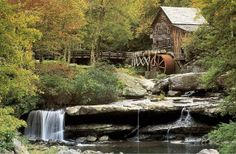 Acfotodesign (F1 Online) - USA Hütte Blockhütte Bach alte Mühle im Babcock State park Herbst Bäume Bach Wald, West Virginia - Fotoprints