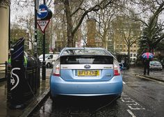 [@mumhad1ofthose #takeover ] #asundaycarpic and #manwiththeunionjackumbrella : Electric Vehicle Charging All EVs licensed for use on the road are able to use the Source London charge point network. This includes cars vans and scooters. There are now about 1000 charge points across London. This is all helping to reduce the high levels of carbon dioxide in London. Holding the  is top London based Instagrammer and landscape photographer Conor @thefella [ Like @mumhad1ofthose share your pics…