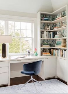 I always love seeing the spaces creates--and who couldn't use a little home office inspiration right now? Here she used our Marble wallpaper in ocean in the bookshelves. It's such a clever way to introduce pattern into a space. Photo by Room Design Bedroom, Home Room Design, Bedroom Office, Home Office Design, Home Office Decor, House Design, Closet Office, Study Room Design, Home Office Furniture