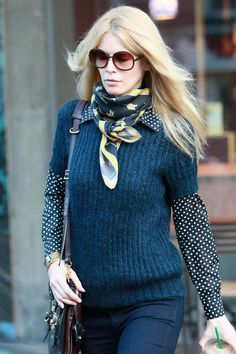 Claudia Schiffer Patterned Scarf - Claudia mixes prints with a floral silk scarf and polka dot blouse. I love this look! Silk and wool is such a great combo. Claudia Schiffer, Moda Fashion, Womens Fashion, Classy Street Style, Parisian Style, Estilo Preppy, Elegantes Outfit, Winter Mode, How To Wear Scarves