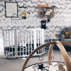 This amazing wall!  You couldn't go wrong in this nursery after introducing such a gorgeous print and just look what @meganandco has done. Beautiful!   Featuring a World Rug from Milk Tooth xx