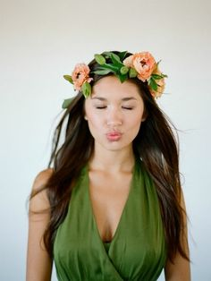 Pretty combinations of leaves + petals that really top off amazing bridal style.