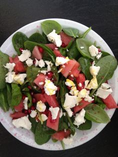 A fresh summer salad with ripe, zesty tomatoes and my favorite cheese. Caprese Salad, Cobb Salad, Summer Salads, Goat Cheese, Soup And Salad, Smoothies, Paleo, Favorite Recipes, Fresh