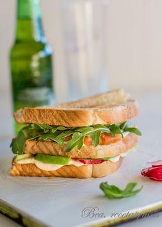 Sandwich de salmón, aguacate y rábanos {Bea, recetas y más}