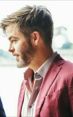 Chris Pine Beautiful Blue Eyes, Beautiful Men, Chris Pine Haircut, Beard Styles For Men, Hollywood Actor, Celebs, Celebrities, Chris Hemsworth, Haircuts For Men