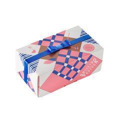 ココアをまとったキューブタイプのひとくちサイズのかわいいショコラ。 さりげないギフトにも最適です。クランチ:サクッとした食感のクランチ入りのミルクチョコレート賞… Food Packaging Design, Brand Packaging, Gift Packaging, Label Design, Graphic Design, Package Design, Cosmetic Design, Chocolate Packaging, Japanese Design